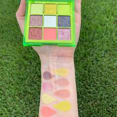 long_Huda-Beauty-Neon-Obsessions-Neon-Green-Swatches4-800x800.jpg
